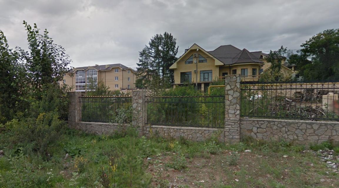 В 2013 году место, где у экс-чиновника арестовали огромный дом почти в 450 кв. м, на картах выглядело так