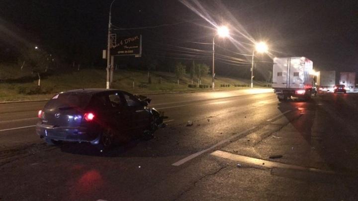 Пьяный водитель на Mazda взял на таран КАМАЗ