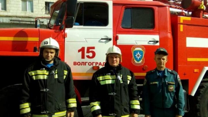 Волгоградские пожарные спасли семью из шести человек с младенцем