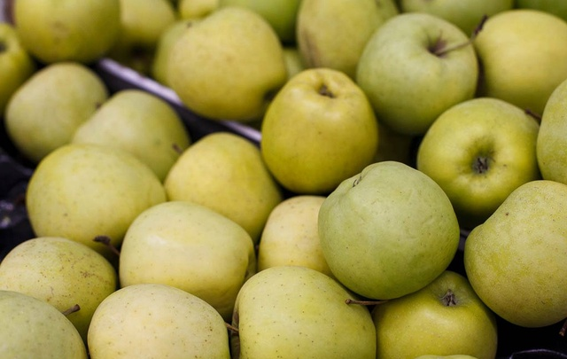 В Тюменской области раздавили две тонны польских яблок