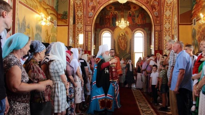 Митрополит Герман провел богослужение в Садах Придонья и освятил завод
