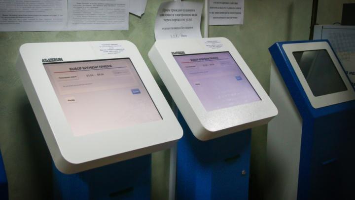 Челябинцы столкнулись с проблемой в регистрации машин из-за отсутствия бланков