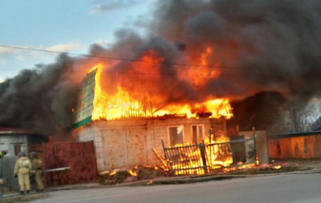 На улице Совхозной загорелся дом