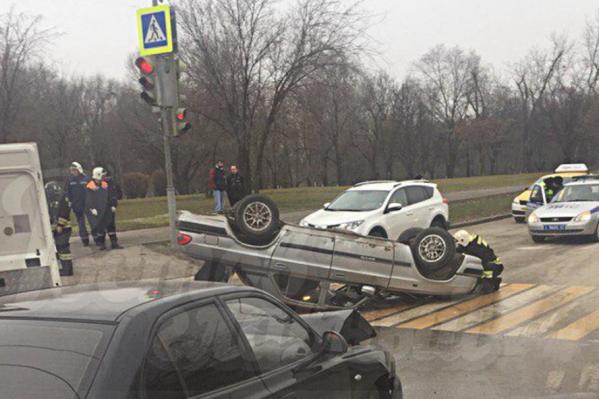 Водителя одной из машин доставили в больницу