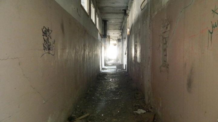 Забытые души: сталкеры Волгограда прошлись по закрытому корпусу психбольницы