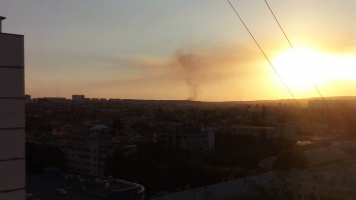 В Волгограде потушен крупный пожар рядом с поселком Максима Горького
