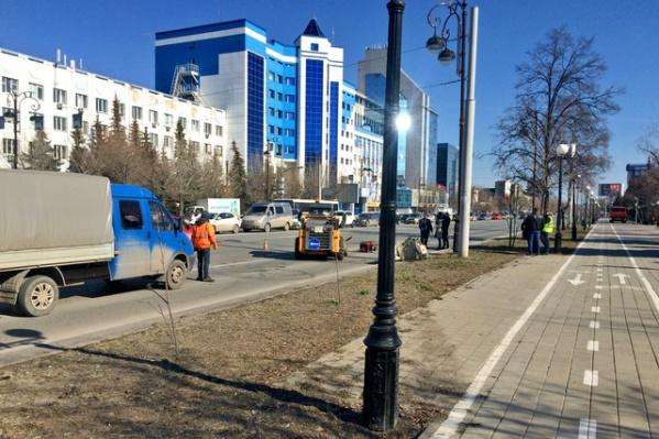 Улично-дорожные работы на улице Республики: создание ливневого колодца