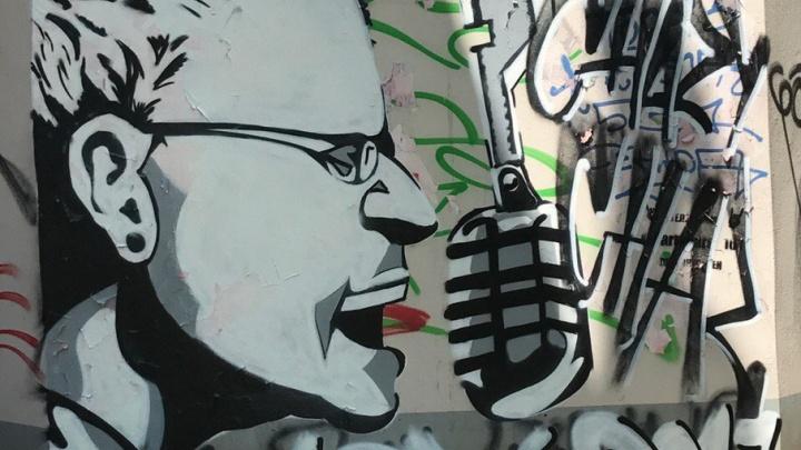 На Пушкинской нарисовали граффити в честь скончавшегося фронтмена Linkin Park