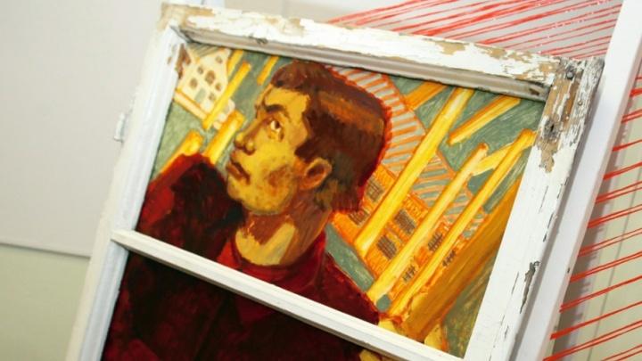 Патроны, нити и оконные рамы: молодые художники Челябинска произвели революцию 1917-го