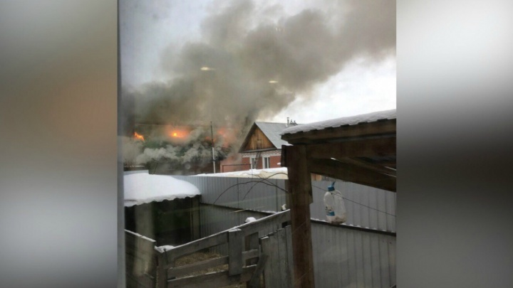 «Сгорело всё!...»: пожар в Букино оставил многодетную тюменскую семью без крыши над головой