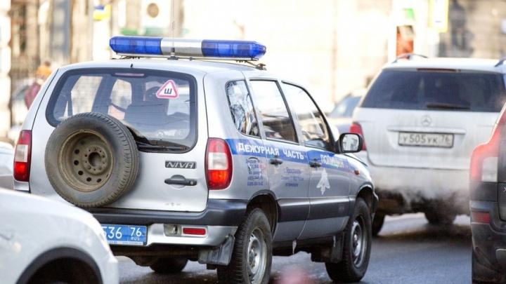 Ярославец сумел с заднего сидения машины ударить полицейского ногой в лицо