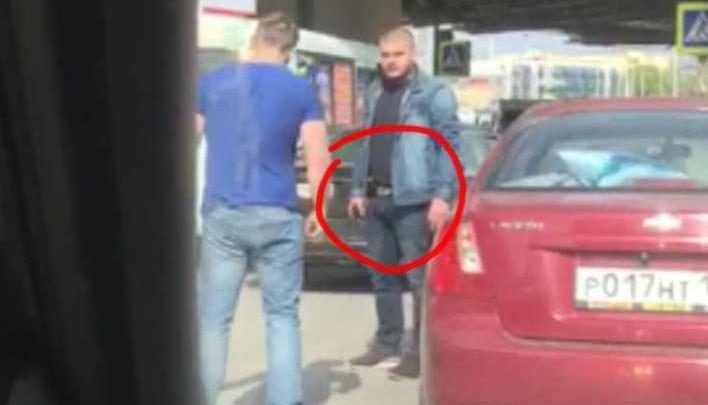 Разборки с пистолетом: в центре Ростова подрались два водителя