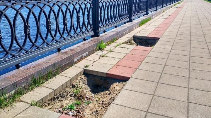 Сделали плохо: на Волжской набережной в Ярославле развалилась плитка