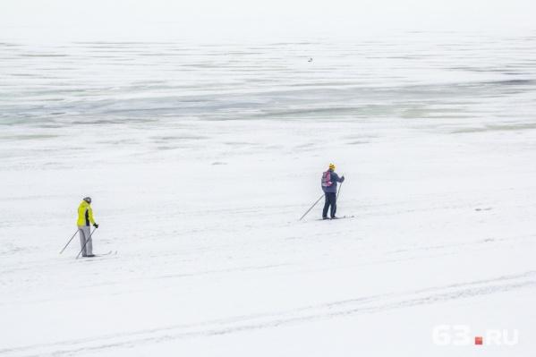 Весенние прогулки на лыжах по Волге небезопасны
