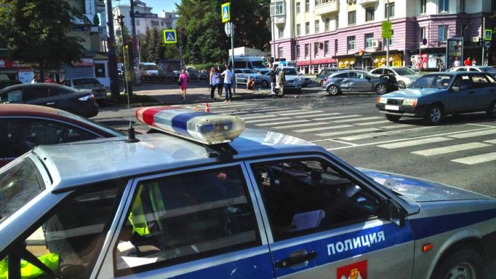 Девушка попала под колеса авто в Челябинске