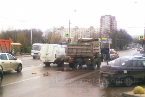 В Ростове женщину сбил грузовик