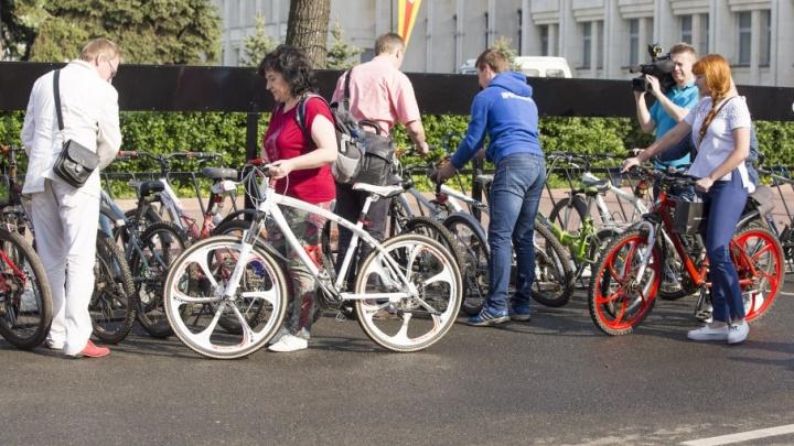 Заставил подчинённых — заставит и остальных: мэр Ярославля призвал всех кататься ночью на велосипедах