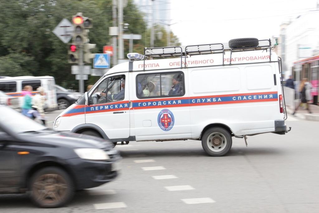 По городу ездят автомобили службы спасения