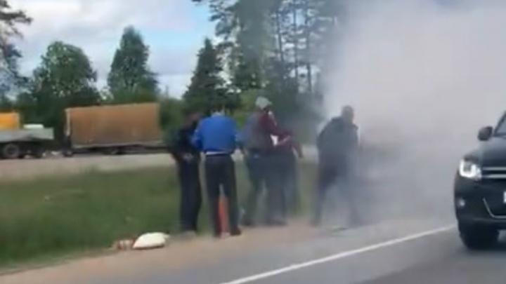 Тушили все: в Ярославской области на трассе загорелась «Газель»