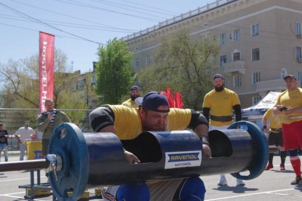 Ростовчане меряются силами на Театральной  площади