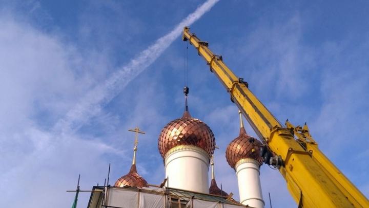 Теперь с крестами: монастырю в центре Ярославля вернули исторические купола