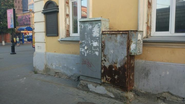 «Уродуют город»: челябинский урбанист распишет уличные трансформаторные будки