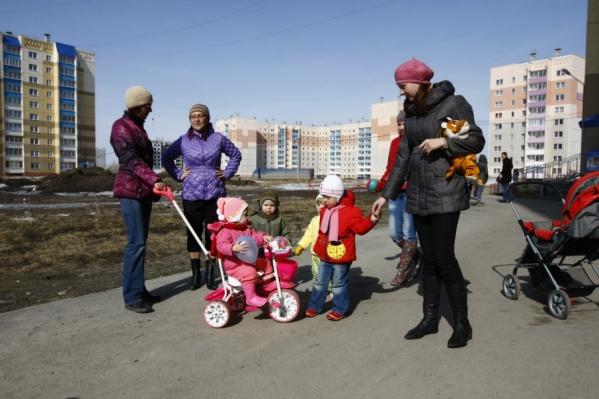 Ежемесячно многодетные семьи, где дети не посещают детский сад, смогут получать по 9 881 рублю