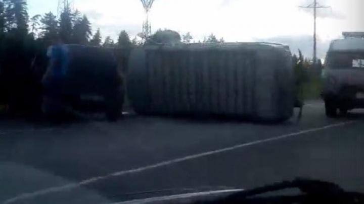 Крупная авария под Самарой: на трассе М-5 УАЗ вытолкал «Ниву» в кювет и перевернулся