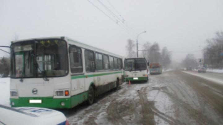 В Рыбинске в столкнувшихся автобусах пострадали пять пассажиров: подробности аварии