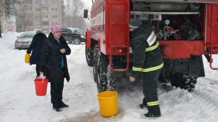В Кудымкаре после двойного прорыва трубы восстановили водоснабжение в жилых домах