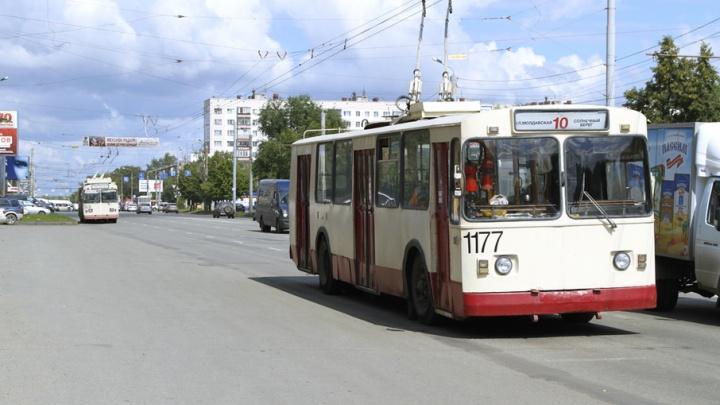 Троллейбусы в Челябинске изменят маршруты из-за ремонта теплотрассы