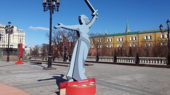 В центре Москвы поставили «Родину-мать» до конца ЧМ–2018
