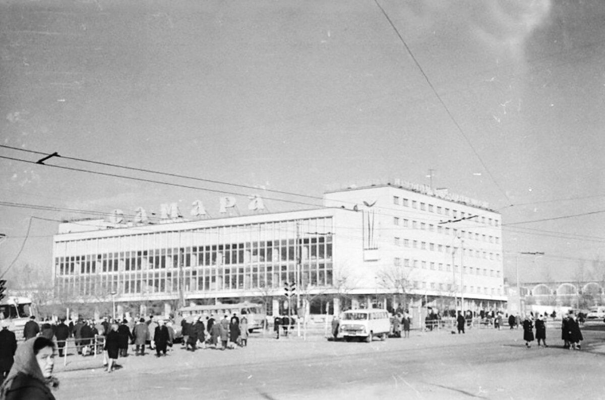 Один из символов Самары — Центральный универсальный магазин — начал работать в Куйбышеве в 1967 году