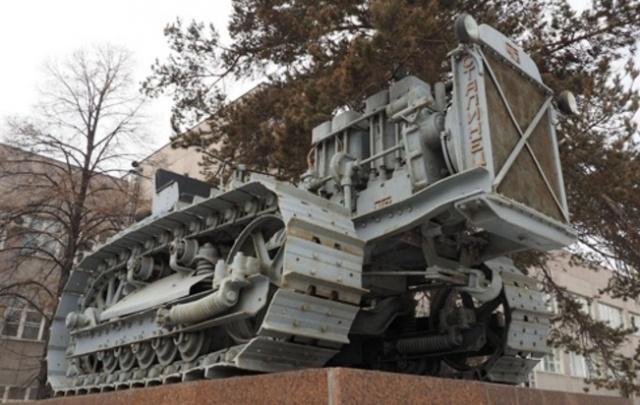 Челябинский завод поможет крымчанам восстановить трактор 30-х годов