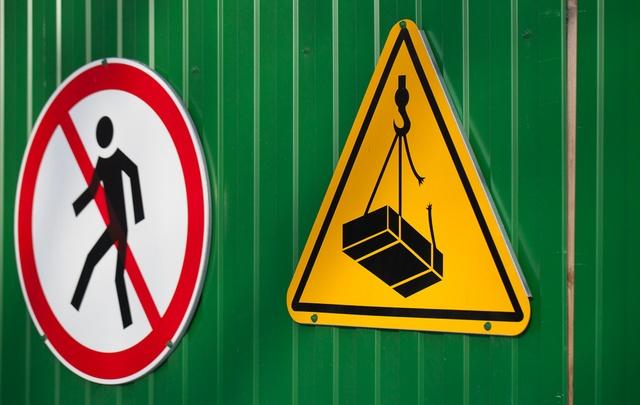 Тюменский завод выплатит своему работнику 300 тысяч рублей из-за травмы на производстве