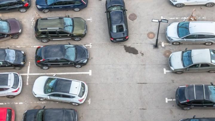 Напротив «Торгового городка» на проспекте Карла Маркса снесли незаконную автостоянку