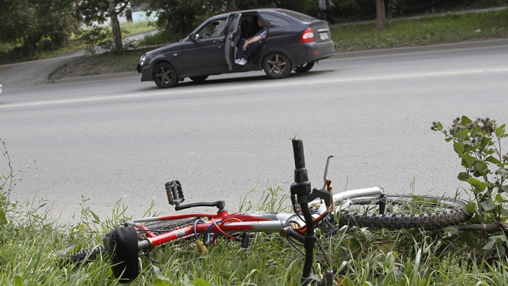Челябинские водители ударили по велосипедистам