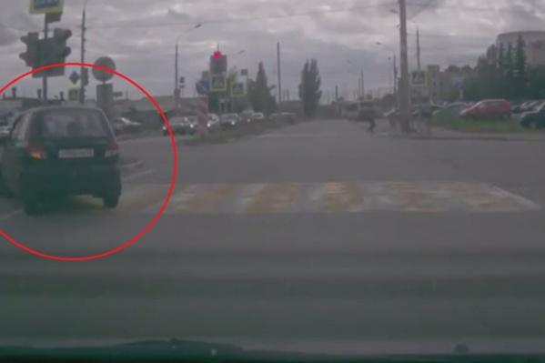 Наглый маленький «Матиз» попался на камеры видеорегистратора