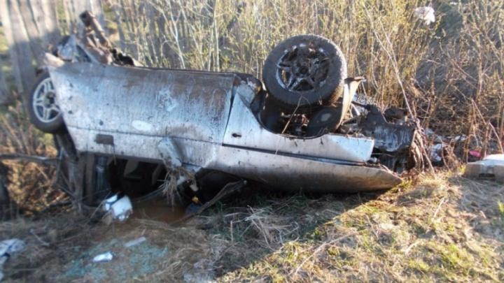 В Ярославской области легковушка улетела в кювет: авто измяло до неузнаваемости