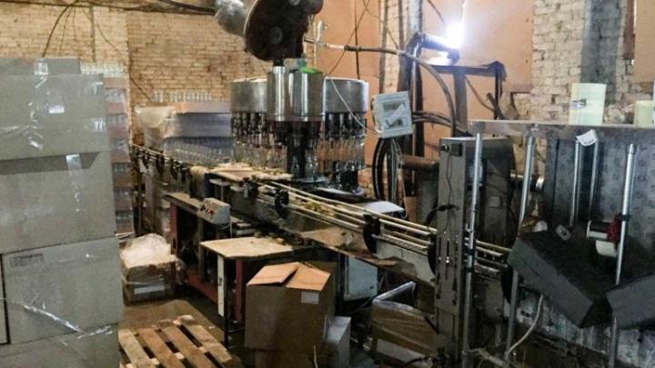 В Ростове накрыли цех по производству паленой водки