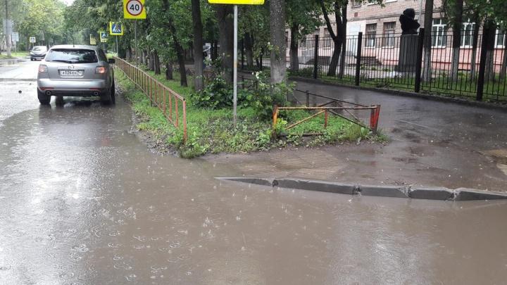 Только вплавь: в Ярославле нашли переходы, по которым невозможно идти