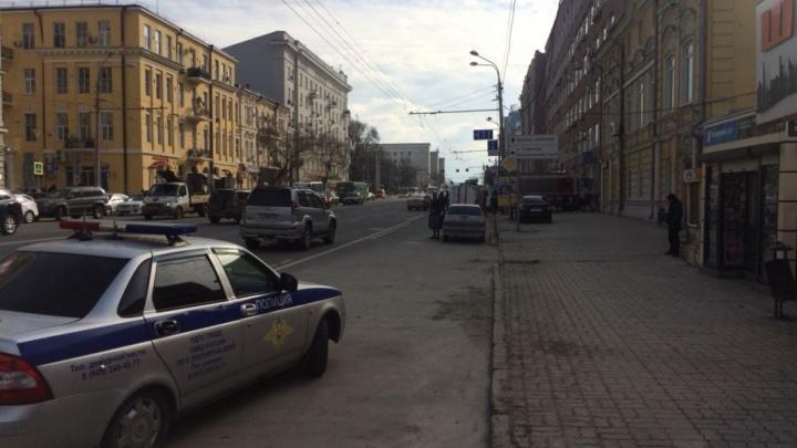 В центре Ростова территорию вокруг РИНХа оцепили экстренные службы