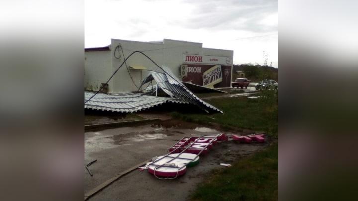 В Прикамье ураганный ветер снес крыши с домов в Очере