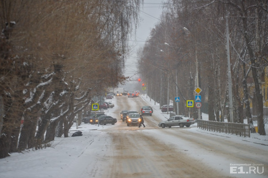 Над Краснофлотцев, да и над всем Екатеринбургом, нависли хмурые снеговые тучи