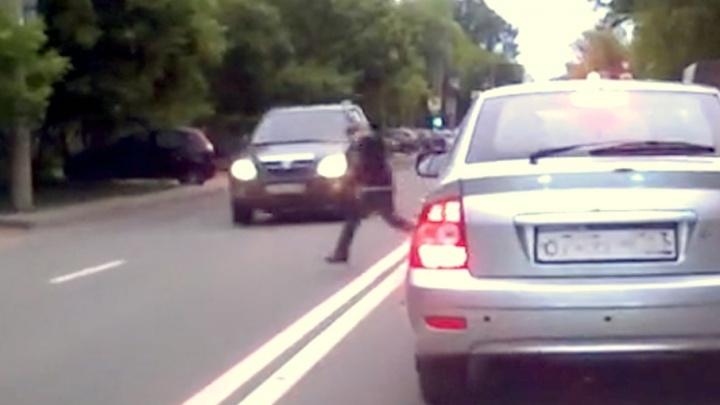 Ребенка отбросило на встречку: появилось видео момента ДТП с мальчиком в Самаре
