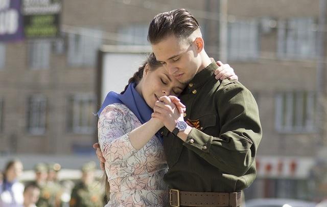 Жители Самары 9 Мая станцуют на площади Куйбышева «Вальс Победы»