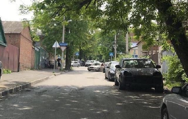 Ночью в Ростове сняли фары у двух Porsche Cayenne