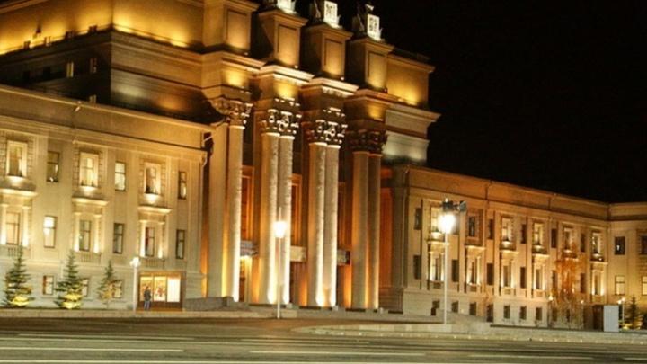 «Энергии хватит на 6 оперных театров»: ССК установила на площади Куйбышева две подстанции
