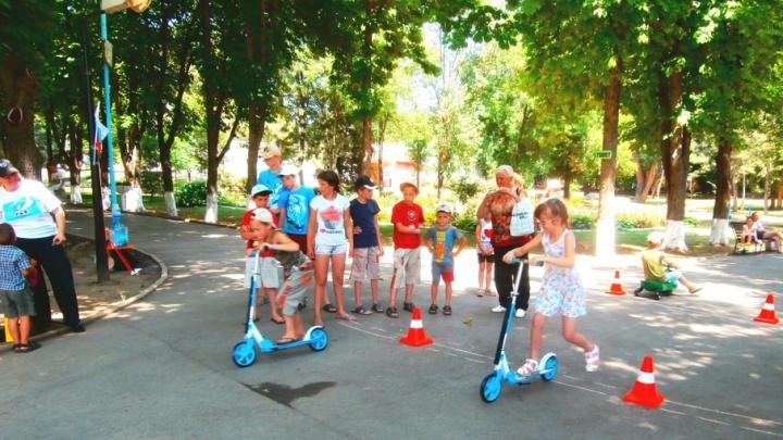 Бибикары и карусели: акция «Безопасная семья» прошла в Ростове