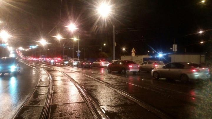«Вечернее шоу»: на Северной дамбе застрявшие автобусы перекрыли движение по обеим полосам